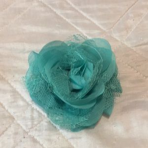 Thirty-one small rosette clip-New